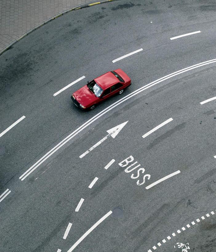 无人,竖图,俯视,室外,白天,道路,路,公路,汽车,瑞典,欧洲,一辆,英文