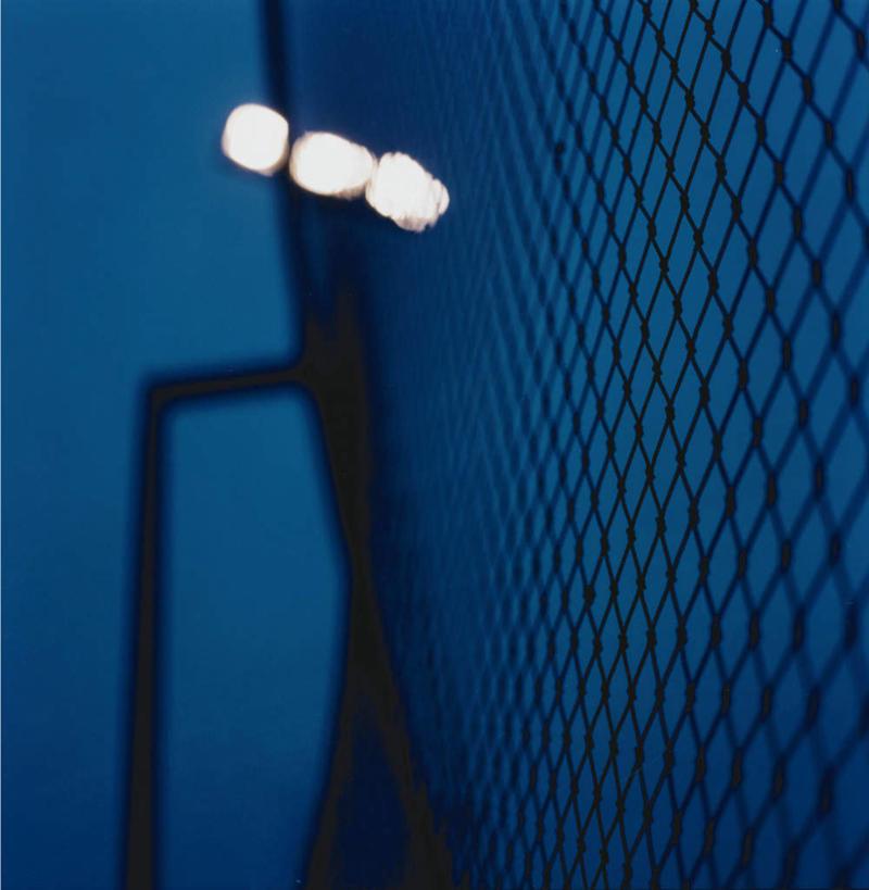 无人,栏杆,竖图,室外,夜晚,正面,金属制品,阴影,朦胧,模糊,光线,金属