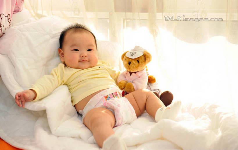 东方人,婴儿,儿童,一个人,躺,伸展双臂,笑,微笑,露齿笑,横图,俯视