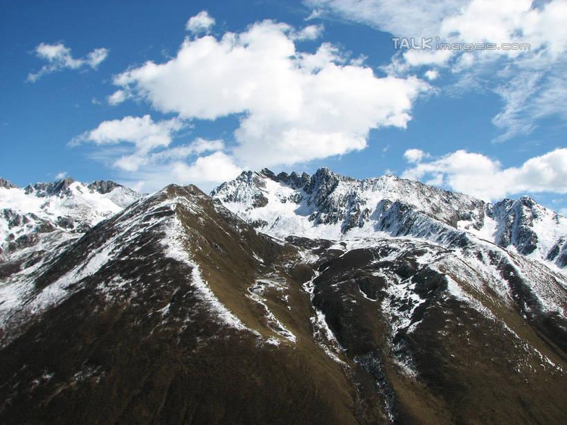 冬季,冬天,山谷,山峦,云彩,娱乐,蓝色,白云,蓝天,天空,阳光,自然,群山